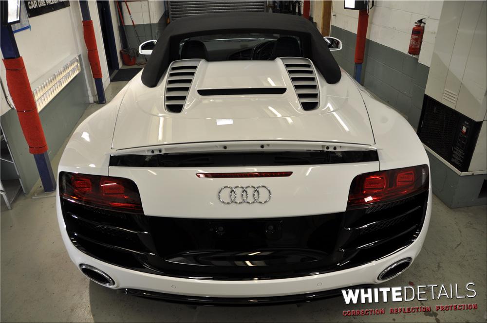 Audi R8 V10 Spyder - Portfolio - White Details